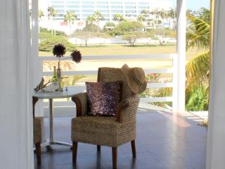PALM BEACH, The Penthouse Suite Modern World - Palm/Eagle Beach vacation rentals