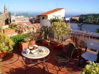 HOLIDAY RENTAL WITH LOVELY SEA VIEW - Poggi vacation rentals