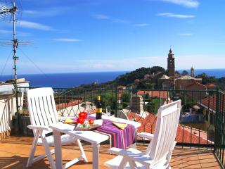 HOLIDAY RENTAL WITH TERRACE - Poggi vacation rentals