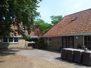 Farmhouse, 8-12 Pers, Peace & Space - Oldeberkoop vacation rentals