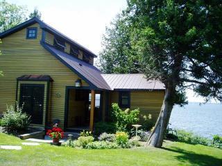 Elegantly rustic New England home, w/views of lake! - North Hero vacation rentals