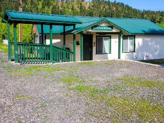 Pet-friendly cottage close to Smallwood's Farm - Leavenworth vacation rentals