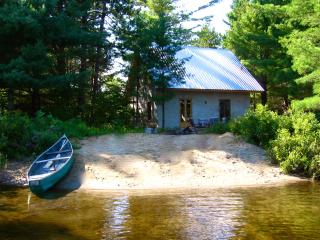 Straw bale cottage on the beach - Kazabazua vacation rentals