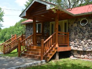 prestige waterfront custom log home - Hancock vacation rentals
