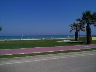 Holiday apartment 100M from the beach - San Tommaso Tre Archi vacation rentals
