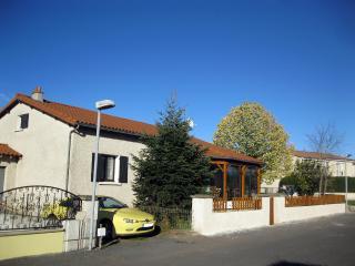 Villa familiale limite Haute-Loire Ardèche Lozère - Le Puy-en Velay vacation rentals
