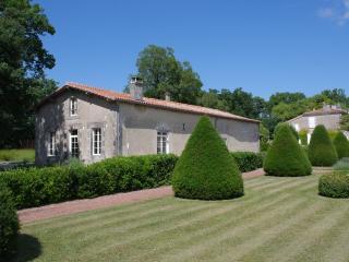 Logis de La Prise - Doeuil sur le Mignon vacation rentals