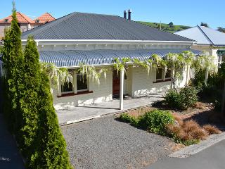 The Folly - romantic hideaway for two. - Akaroa vacation rentals