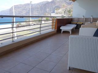 Front oceanview 2- bedroom apartment Los Gigantes - Los Gigantes vacation rentals