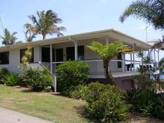 TREE TOPS, 3 BALLOW ST, AMITY POINT - Amity vacation rentals