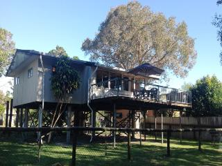 FLINDERS BEACH HOUSE, 13 Providence Street, AMITY POINT - Amity vacation rentals