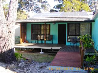 SEAGREEN RETREAT, 12 SOVEREIGN RD, AMITY POINT - Amity vacation rentals