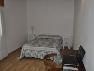 Duplex en Alquiler Temp. 18 37 Y 38 - 4 -6 Pers. con Patio - 175740 - La Plata vacation rentals