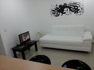 Arriendo Amoblados Lindos Aparta-Estudios Laureles Wifi - 177480 - Medellin vacation rentals