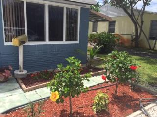 Amazing House - 5 Minutes from Beach&Manors - Fort Lauderdale vacation rentals