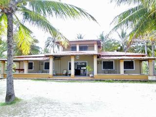 Casa Grande E Confortável a Beira Mar Com Terra&C - 75254 - Porto de Pedras vacation rentals