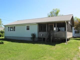 Sunset Cottage - 6266 Sharpley Street - Chincoteague Island vacation rentals