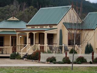 Autumn Affair Cottages - Bright vacation rentals