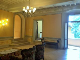 Todi Luxury 13 century noble Palazzo with balcony - Todi vacation rentals
