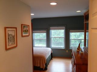 Lakeshore Guesthouse, Waterfront, Norwood Lake - Norwood vacation rentals