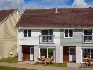 WHITFIELD 18, en-suite bedroom, WiFi, shared pool and facilities, Yarmouth, Ref. 922478 - Yarmouth vacation rentals