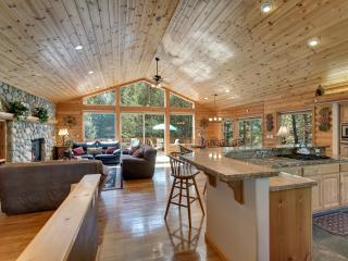 Luxurious Log Home, 7 rooms with beds, 5 baths, game room, hot tub, sauna and more!! - South Lake Tahoe vacation rentals