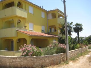 Apartment for 6 - Liznjan vacation rentals