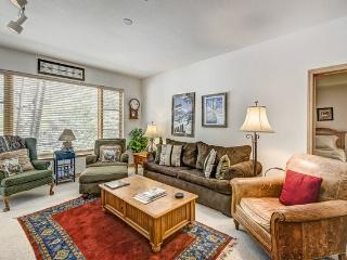 2BR Aspenwood Lodge Condo in Exclusive Gated Community in the Heart of Arrowhead Village, Walk to Lifts, Pool/Hot Tub, and Restaurant - Edwards vacation rentals
