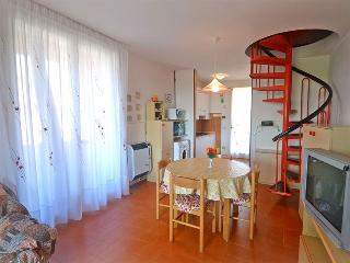Spazioso appartamento con terrazzo vicino al mare - Lido delle Nazioni vacation rentals