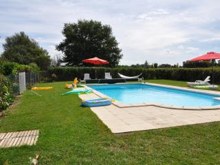 Charming gite in Poitou-Charentes with large, shared pool and garden - Brux vacation rentals