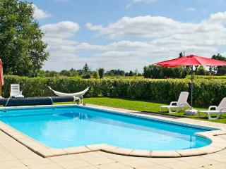 Enchanting holiday house in Poitou-Charentes with terrace and shared pool - Brux vacation rentals