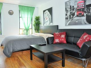 Grand Gramercy Studio (East 21st St & 2nd Ave) - New York City vacation rentals