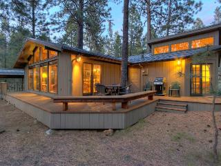 Quiet, pet-friendly home with SHARC access - Sunriver vacation rentals
