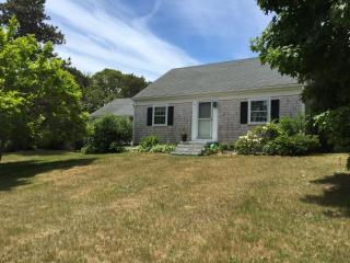 Two Wing Cottage - escape with family and friends - Harwich Port vacation rentals