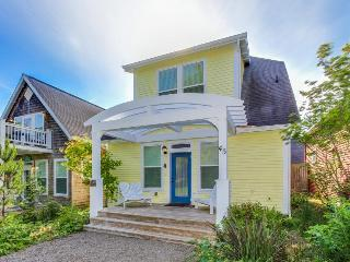 Beautiful, upscale beach home with private hot tub! - Depoe Bay vacation rentals