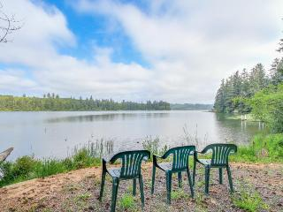 Tri-level lake house w/water toys & private hot tub! - Florence vacation rentals