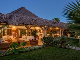Villa Jacaranda en bordure de plage - Nosy Be vacation rentals
