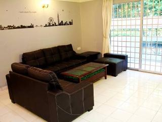 Hillcity Guesthouse w. Swimming Pool - Free Wifi - Ipoh vacation rentals