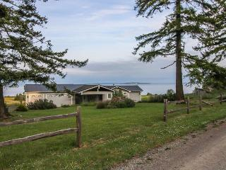 Lovely 2BR home with ocean views & beach access! - Nordland vacation rentals