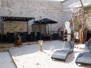 MAISON SAUNA ET JACUZZI - Perpignan vacation rentals