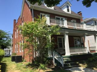 Charming brick retreat close to downtown Richmond - Richmond vacation rentals