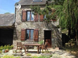 PRETTY STONE COTTAGE IN A STUNNING LOCATION - Thury-Harcourt vacation rentals