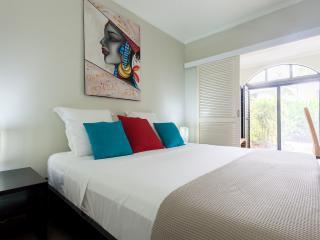 Low Season -  $149 pn - 1 Brm Apt & $189 pn 2 Brm! - Palm Cove vacation rentals