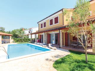 Apartment Oliva D1 with Pool , Volme , A (2+2) - Banjole vacation rentals