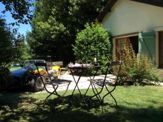 L'Olivier - 2 bedroom gite - shared pool - Crazannes vacation rentals