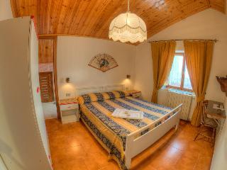 mini appartamenti per vacanze De Sanctis - Villetta Barrea vacation rentals
