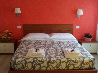 B&B LUCI A S. SIRO - Milan vacation rentals
