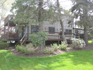 WALK TO PRIVATE BEACH~QUIET  AREA~10 MINS NEWPORT - Portsmouth vacation rentals