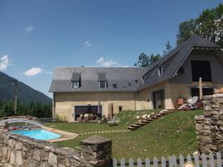 Gites les Granges de Jules Pyrénées avec Piscine - Arreau vacation rentals