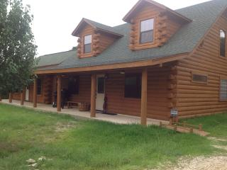 Log cabin,  4Br, 4 baths, private, near lake/river - Canyon Lake vacation rentals